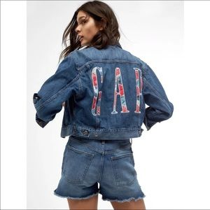 Gap Oversized Logo Icon Denim Jacket